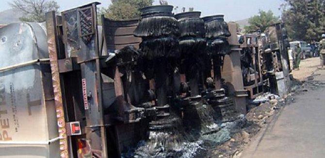 Otobüsle kamyon çarpıştı: 50 ölü
