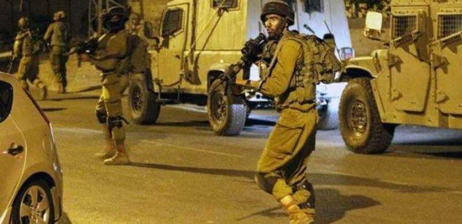 Siyonist Askerler Çocuklara Saldırdı