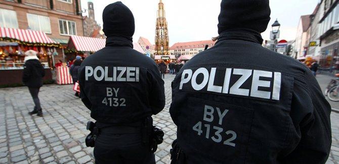 Almanya'da bir 'IRKÇI' aracıyla insanları ezdi