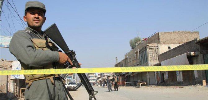 Afganistan'da askeri üsse bombalı saldırı: 5 ölü