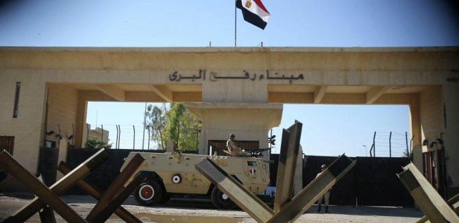 Refah Sınır Kapısı'ndan tek taraflı geçişler başladı