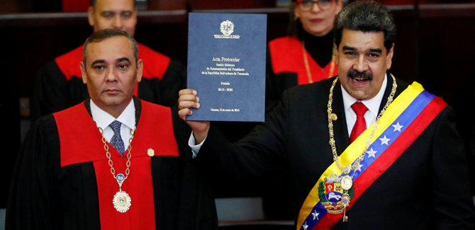 Venezüella'da Maduro devlet başkanlığı için yemin etti