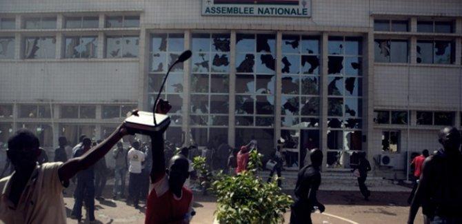 Burkina Faso'da hükümet istifa etti