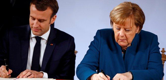 Merkel: Avrupa ordusu için ilk adım atıldı