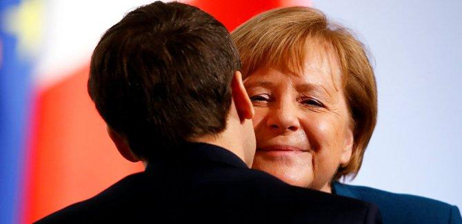 Almanya ile Fransa, Avrupa Ordusu'na giden yolda ilk imzaları attı