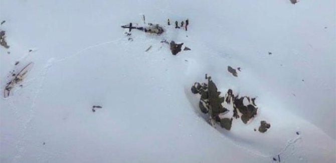 İtalyan Alpleri'nde uçak ve helikopter çarpıştı: 5 ölü
