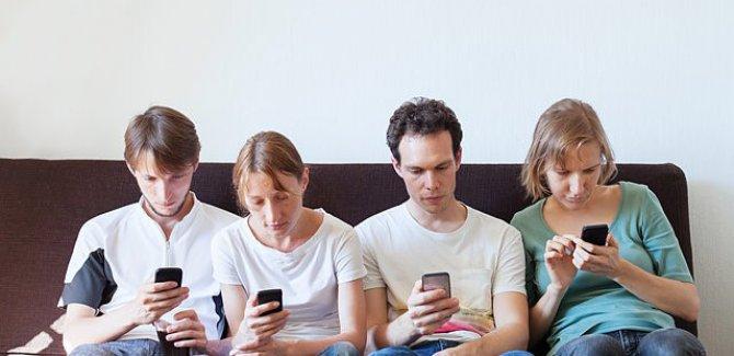 Sosyal medyaya günde 4 saat kaptırıyoruz