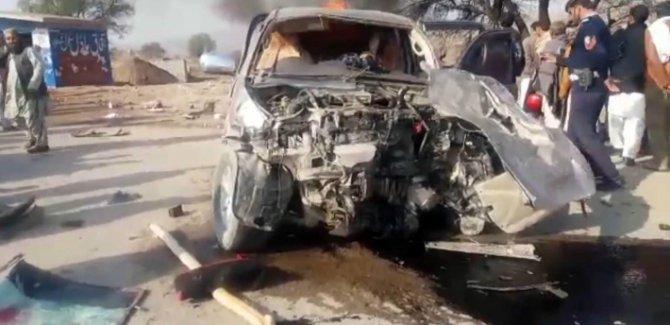 Pakistan'da feci kaza: 16 kişi yanarak can verdi