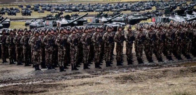 """Çin Devlet Başkanı Şi'den orduya """"hazır ol"""" emri"""
