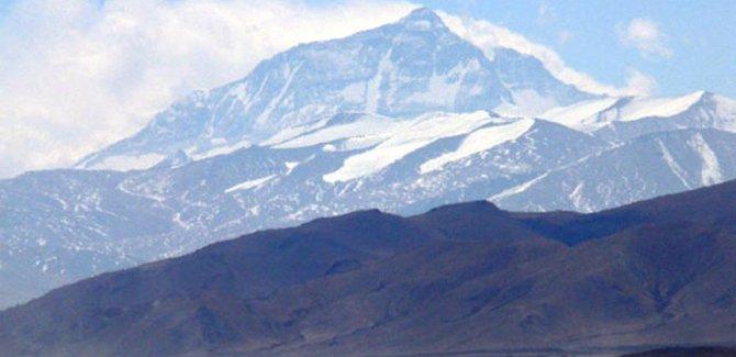 Çin, Everest dağını turistlere kapattı