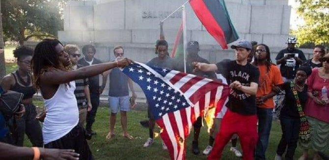 Haiti'de göstericiler ABD bayrağı yaktı, Rusya'dan yardım istedi