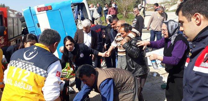 Tarım işçilerini taşıyan minibüs devrildi:Ölü ve yaralılar var