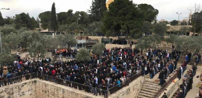 16 yıldan bu yana ilk defa Filistinliler Rahmet Kapısı'nda namaz kıldı