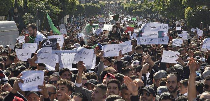 Buteflika karşıtı gösteri: 56'sı polis 63 kişi yaralandı