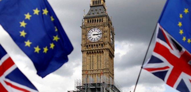 İngiltere Brexit'te esnemeye başladı