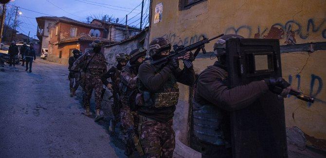 Uyuşturucu satıcılarına 3500 polisle operasyon