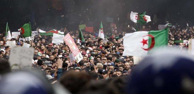 Cezayir'de Buteflika protestosunda 195 gözaltı