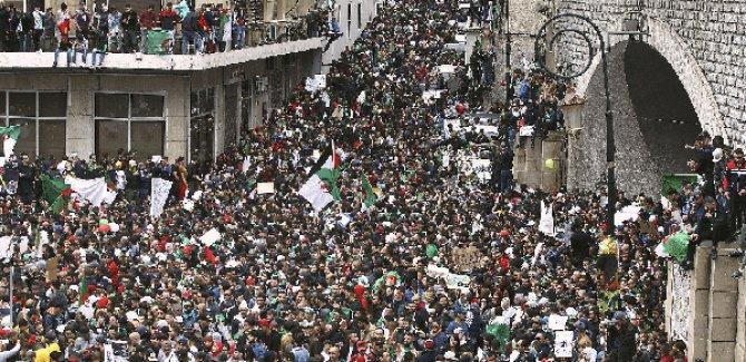 Cezayir'de gösteriler devam ediyor; Okullar tatil edildi