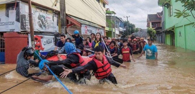 Endonezya'da sel felaketi: En az 50 ölü!