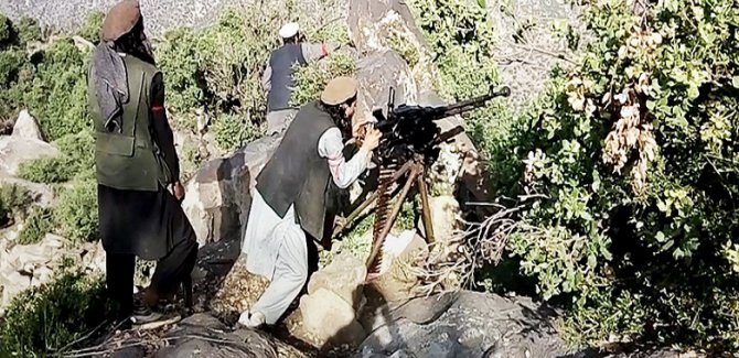 DAİŞ Taliban'la çatıştı: Çok sayıda ölü!