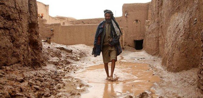 Afganistan'ı bu kez sel yıktı