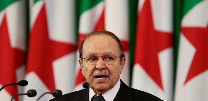Cumhurbaşkanı görev süresi dolmadan istifa edeceğini açıkladı