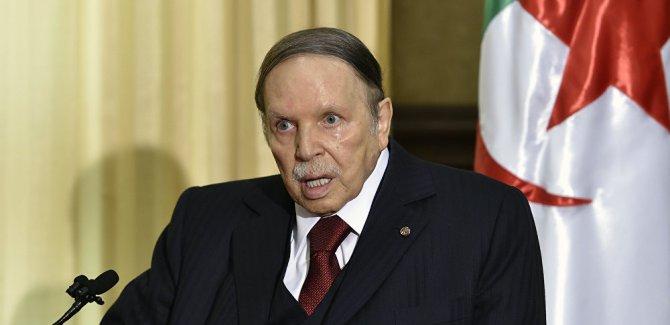 Cumhurbaşkanı Buteflika istifa etti