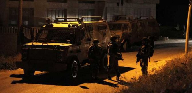 İsrail Askerleri Evlere Saldırdı