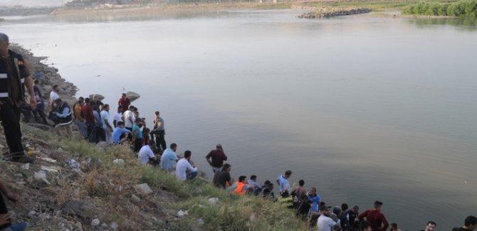 Musul'daki feribot faciasında yeni cesetlere ulaşıldı