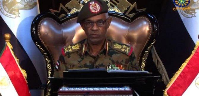 Darbe yapan Savunma Bakanı görevi bıraktı