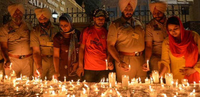 İngilizlerin yüzyıllık Katliamı Amritsar anılıyor