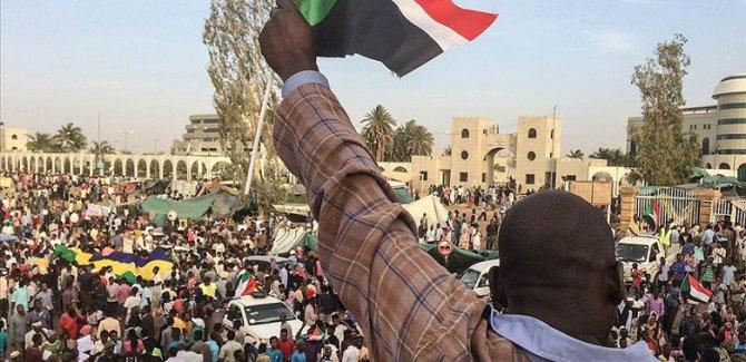 Muhalefetten 'gösterilere devam' kararı