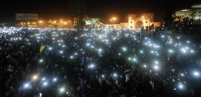 Sudan'da Binlerce Kişi Protesto Düzenliyor