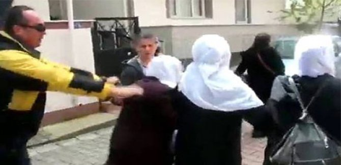 Annelere copla müdahale eden polislere soruşturma
