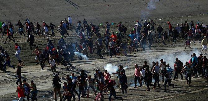 Sınırda silahlı gruplar göçmenleri alıkoydu