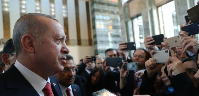 Erdoğan, mecliste kürsüye HDP'li Buldan çıkınca salonu terk etti