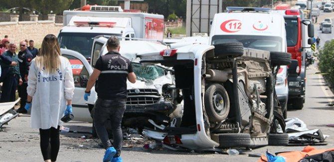 İzmir'de trafik kazası: 4'ü çocuk 7 kişi hayatını kaybetti