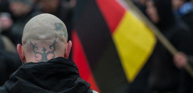 Almanya'da aşırı sağcı şiddet tehlikesi büyüyor