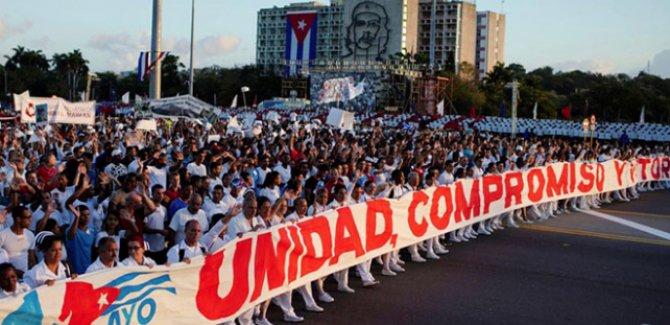 Milyonlarca Kübalı ABD yönetimine karşı sokaklara döküldü