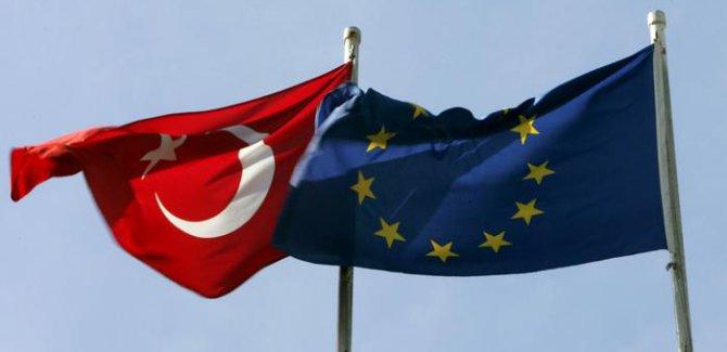 Macar Bakan: AB Türkiye'yi yanıltmayı bırakmalı