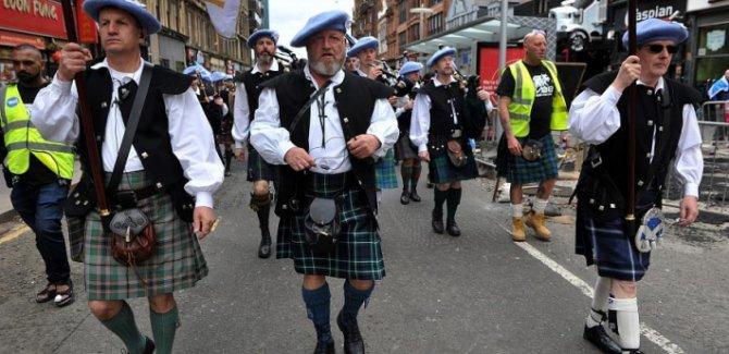 İskoçya'da on binlerce kişi bağımsızlık için yürüdü