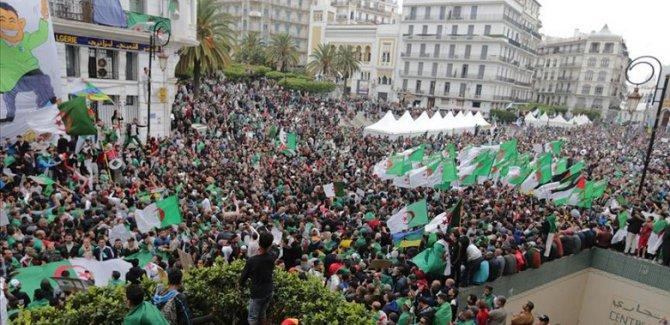 Cezayir'de protestolar: Durmayacağız
