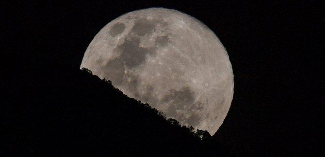 Araştırma: Ay küçülüyor, bu da yüzeyde depremlere yol açıyor