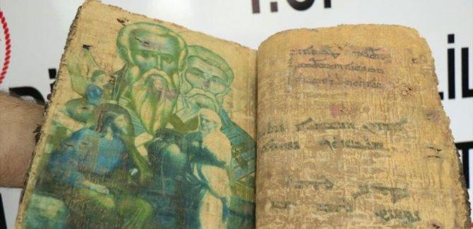 Diyarbakır'da 1400 yıllık olduğu tahmin edilen kitap ele geçirildi