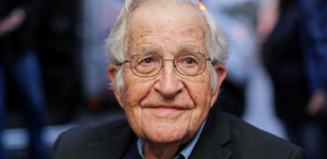 Noam Chomsky: Trump yönetimi felaket peşinde
