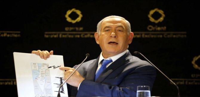 """Siyonist Netanyahu """"Yeni İsrail"""" Haritasını Tanıttı"""