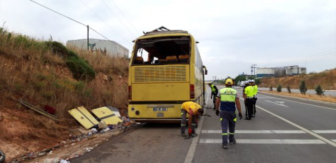 Gezi otobüsüyle otomobil çarpıştı: 4 ölü, 42 yaralı