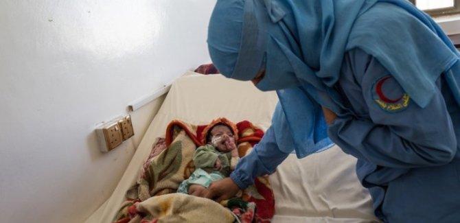 Yemen'de Her İki Saatte 1 Anne ve 6 Bebek Ölüyor