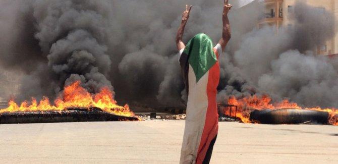 Sudanlı doktorlar, oturma eylemine yapılan saldırıda 70'den fazla kişinin tecavüze uğradığını söyledi