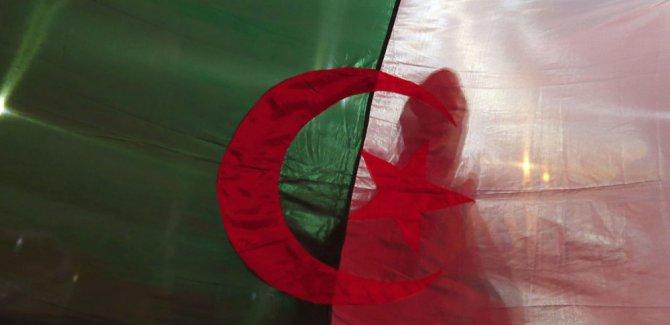 Cezayir'de sendika ve dernekler krizden çıkmak için yol haritası sundu